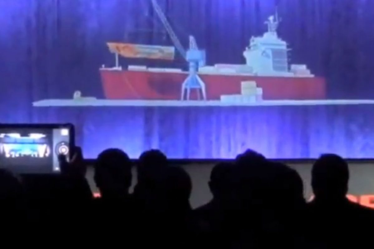 Large Scale Holograms on Stage